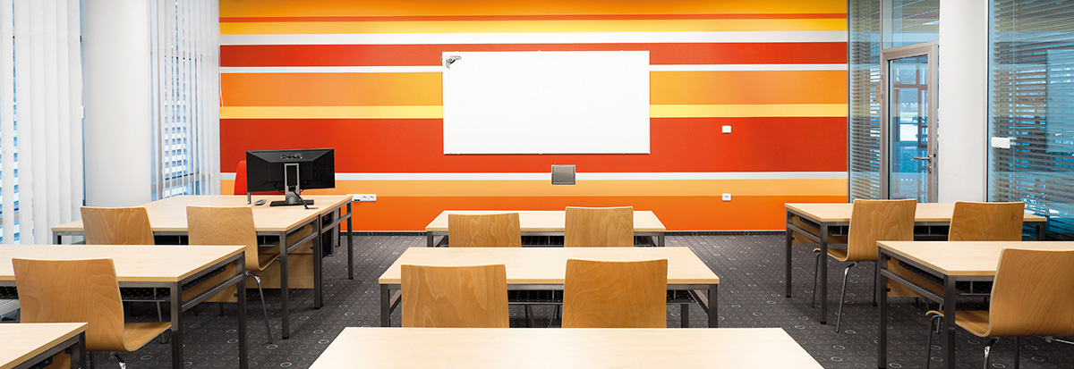 Well-lit classroom with the lighting solution Modern Light in Schools